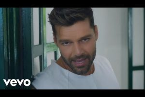 Ricky Martin - La Mordidita ft. Yotuel (Official Video)